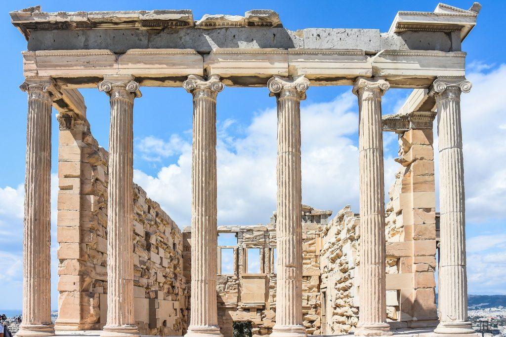 Athènes, région partir en grèce, fait partie des sites incontournables