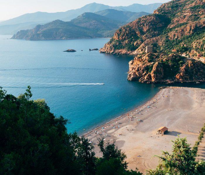 Pourquoi partir lors de vos prochaines vacances en camping et en Corse ?